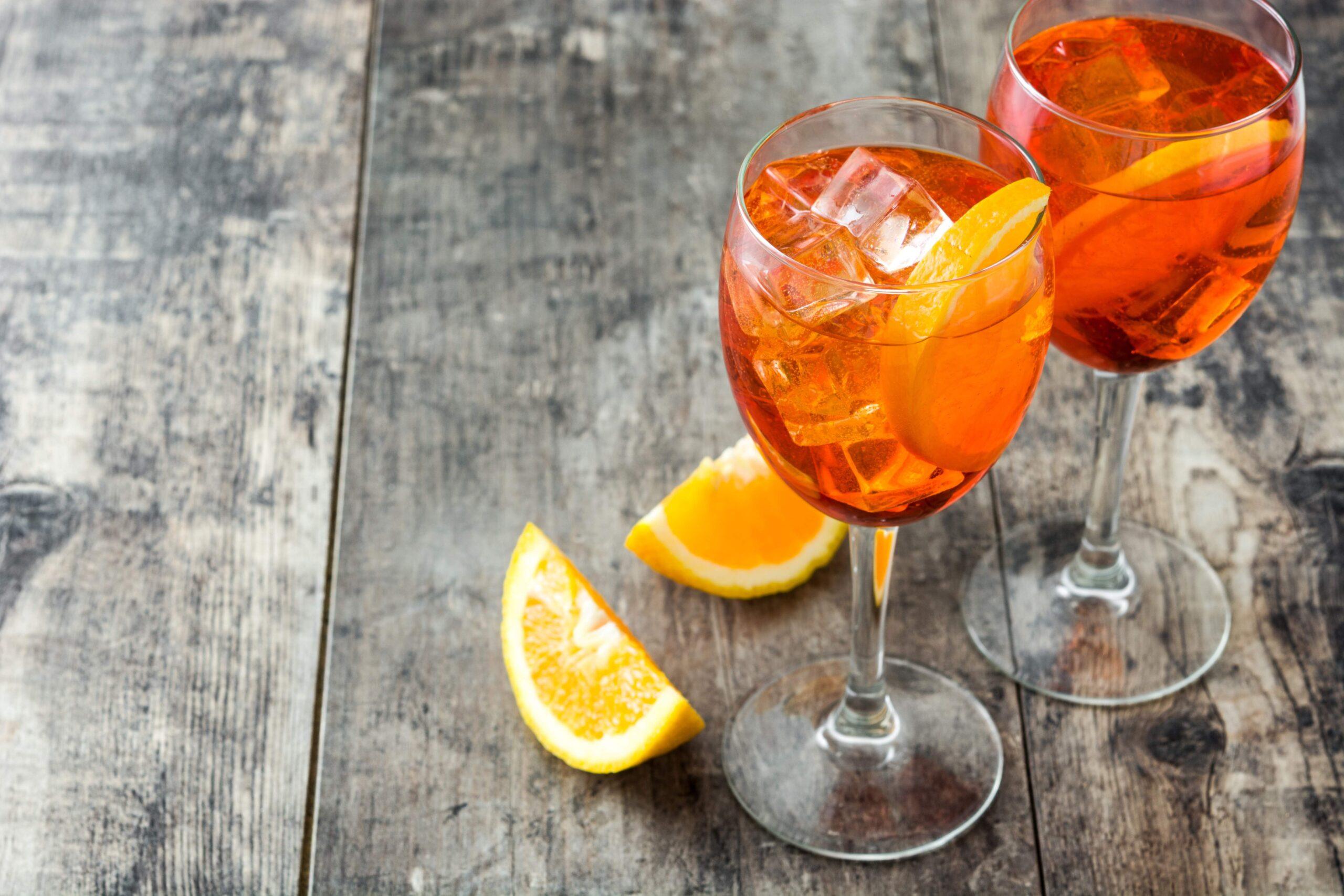 Spritz Ricetta Con Acqua Frizzante.Spritz Ingredienti Preparazione E Consigli Newscucina It